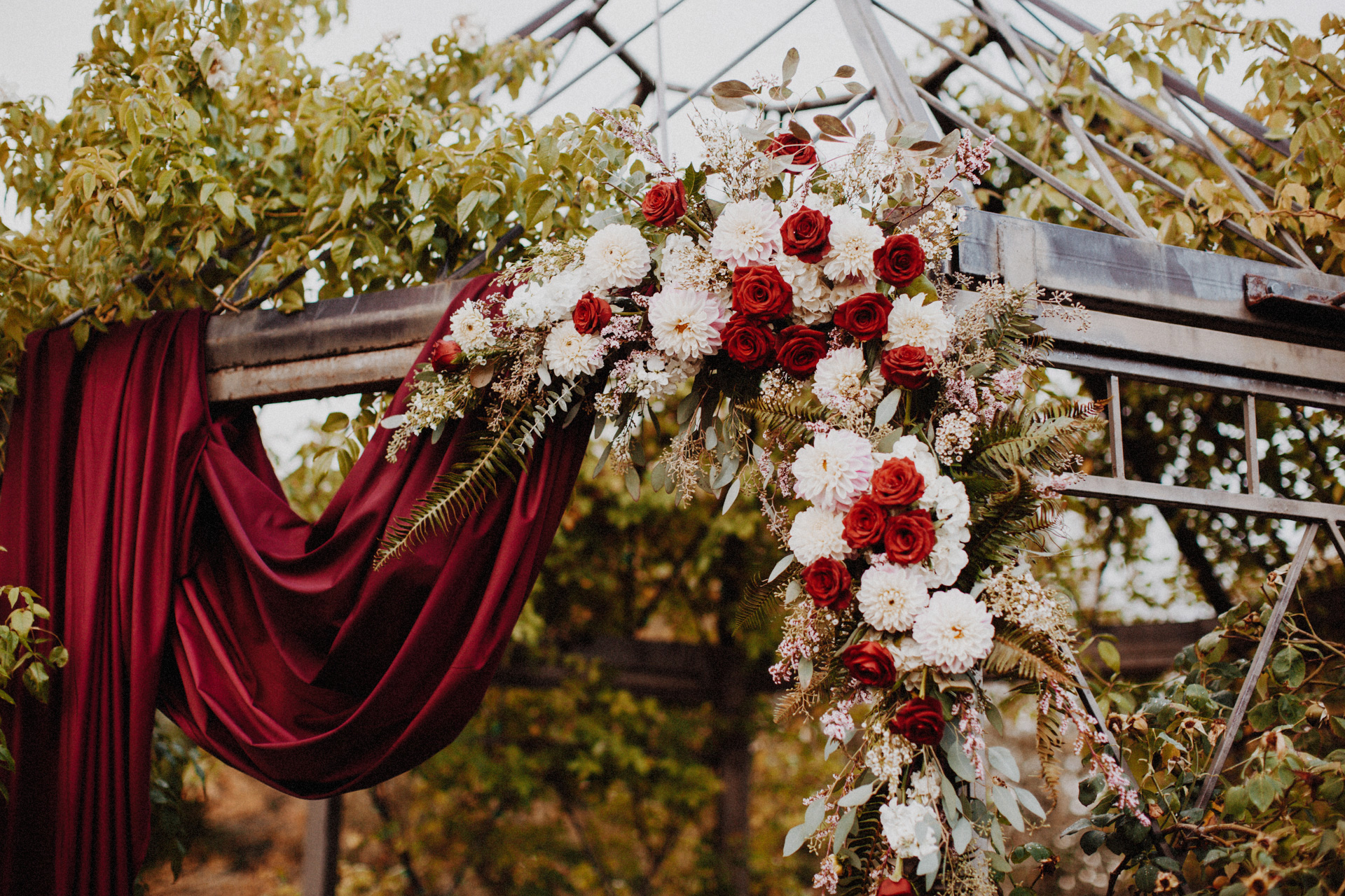 A red and white floral arrangement at the alter at the Oregon Garden Resort